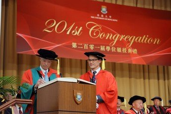 Professor Andrew Michael SPENCE signs the Register of the Honorary Degree Graduates