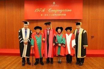 HKU President Professor Peter Mathieson, Dr Li Dak Sum, HKU Chairman of Council Professor Arthur Li, Dr Bow Sui May, Professor Anna Lok Suk Fong and HKU Pro-Chancellor Dr the Hon Sir David Li