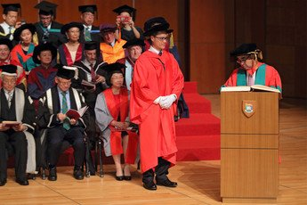 Dr David MONG signs the Register of the Honorary Degree Graduates